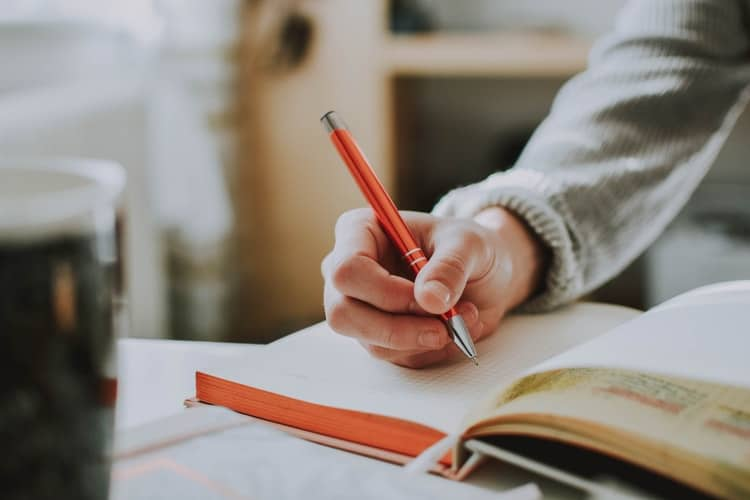 How To Write A Professional Scholarship Lettr?