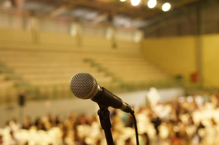 How to hire a keynote speaker? Top TIPs.